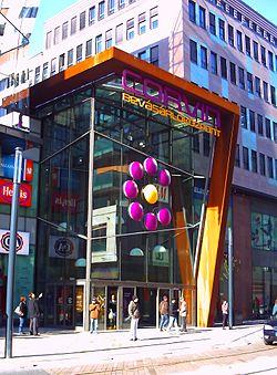 A bevásárlóközpont déli bejárata 234512b009