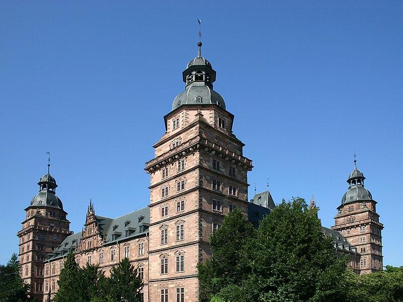 File:DE Schloss-Johannisburg by Steschke.jpg