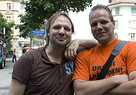Rob (links) met fan in Bern, 2008