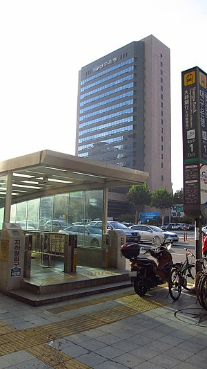 Daegu-metropolitan-transit-corporation-232-Daegu-bank-station-entrance-1-20161010-074858.jpg