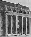 Das Hauptportal des neuen Justizgebäudes Düsseldorf (1914).jpg