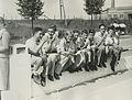 De deelnemers van D.B.T. uit Den Haag o.l.v. de heer E. Hamm rusten uit op de Mo – F40696 – KNBLO.jpg