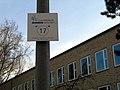 Der blaue Faden, Station 17 auf dem Rundweg durch die Calenberger Neustadt am Mahnmal für jüdisches Leben in Hannover, Berufsschulzentrum Ohestraße.jpg