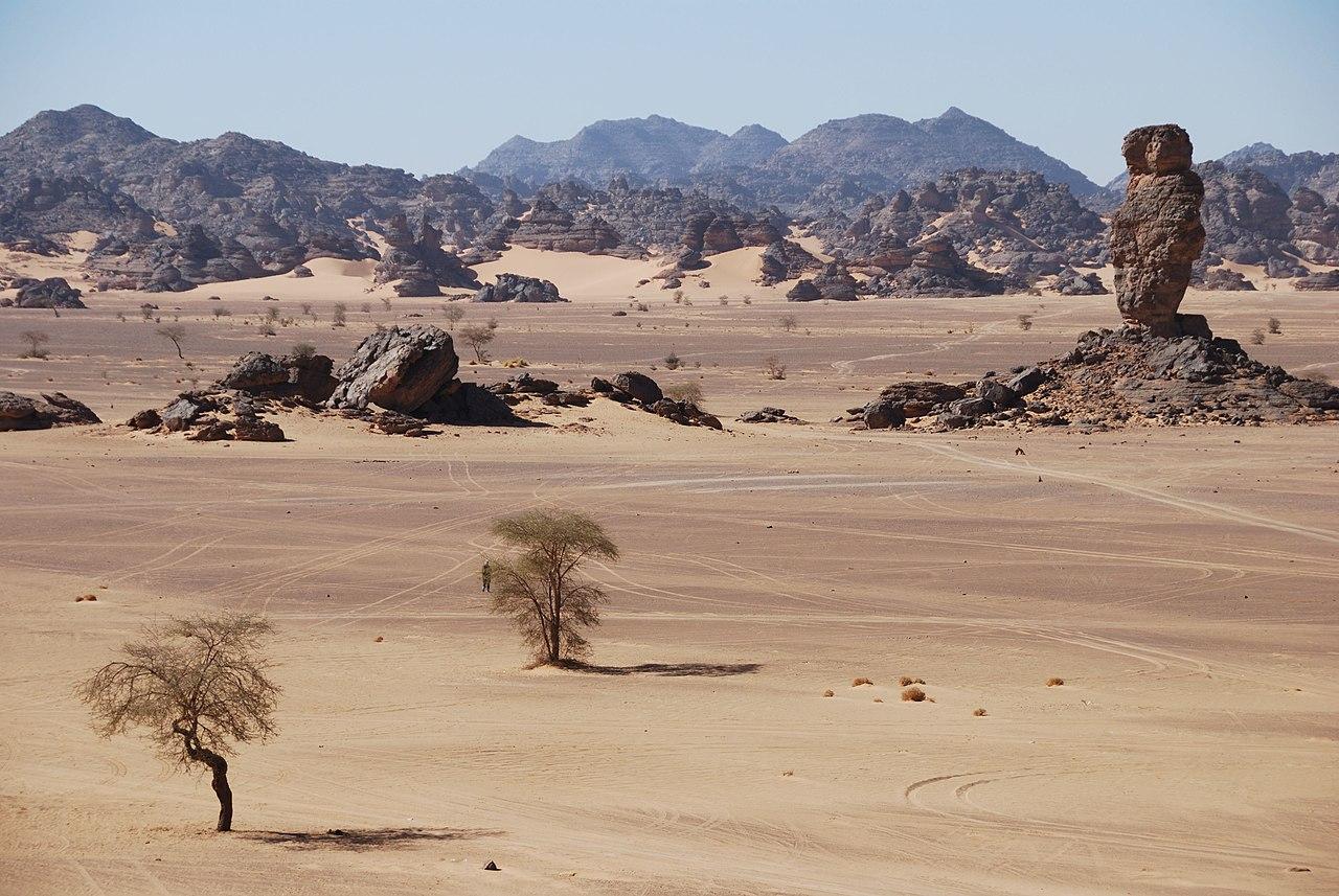 Deserto Libico - La roccia a dito - Adadh - panoramio.jpg
