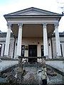 Dvorac Daniel u Konaku - portik čeone fasade.jpg