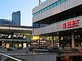 Dworzec Centralny i wieżowiec L&M - panoramio.jpg