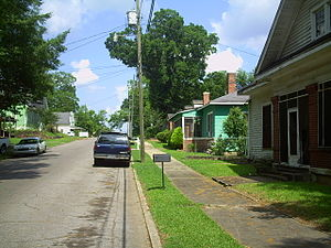 Historic districts in Meridian, Mississippi - Looking down 16th Street