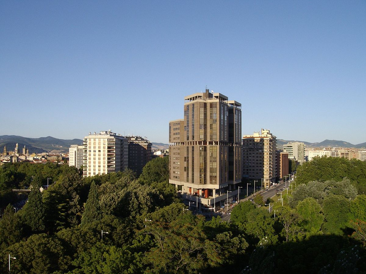 Avenida p o xii pamplona wikipedia la enciclopedia libre - Edificio singular pamplona ...