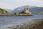 Eilean Donan Castle -Scotland-30May2009.jpg