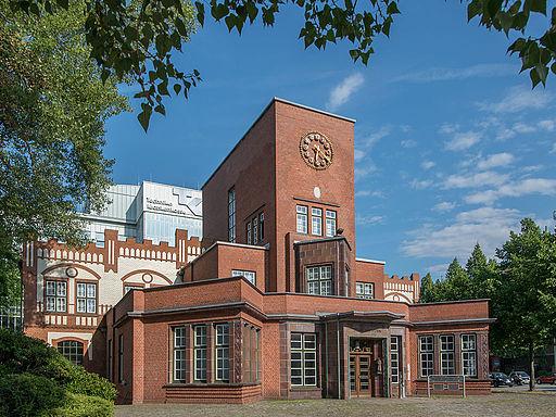 Eingangsbauwerk der ehemaligen Margarinefabrik Voss, Hamburg-Barmbek
