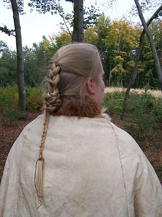 Elling Woman - A reconstruction of her hairstyle and cape