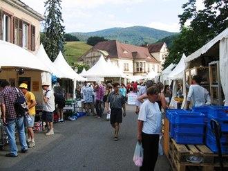 Sainte-Marie-aux-Mines - Image: Euro Mineral Una de las calles y sus expositores Stands and streets