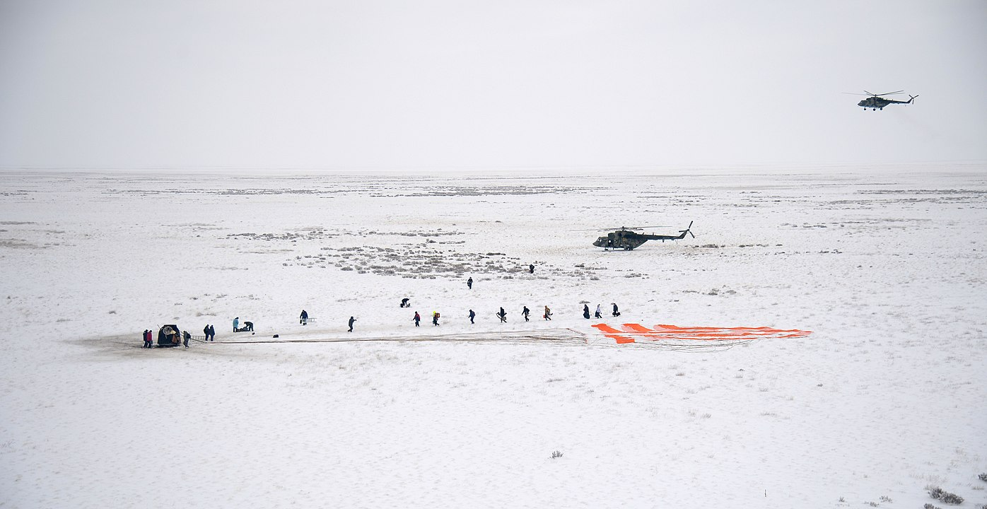 Expedition 57 Soyuz MS-09 Landing (NHQ201812200013).jpg