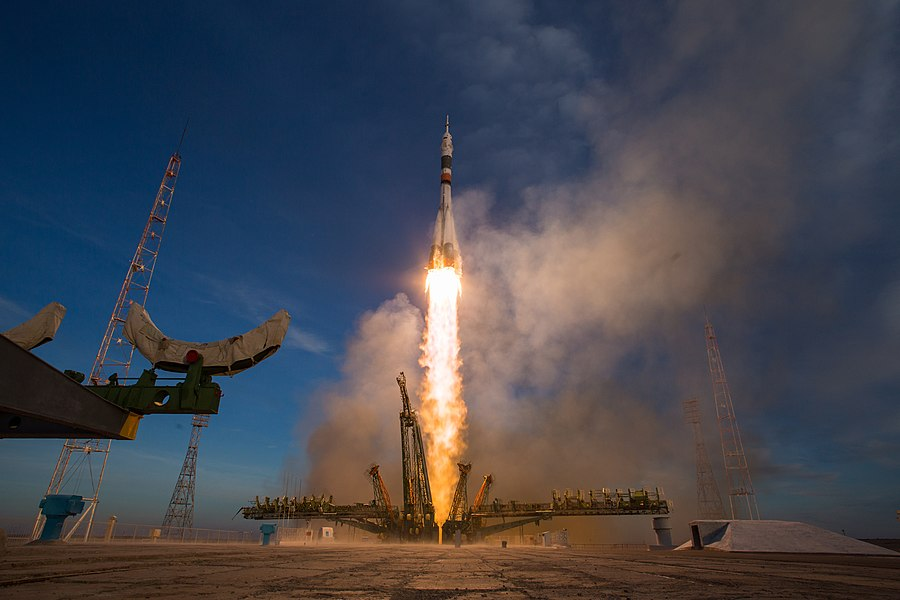 Expedition 58 Launch (NHQ201812030014).jpg