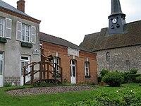 F-45620-La mairie et l'église.JPG