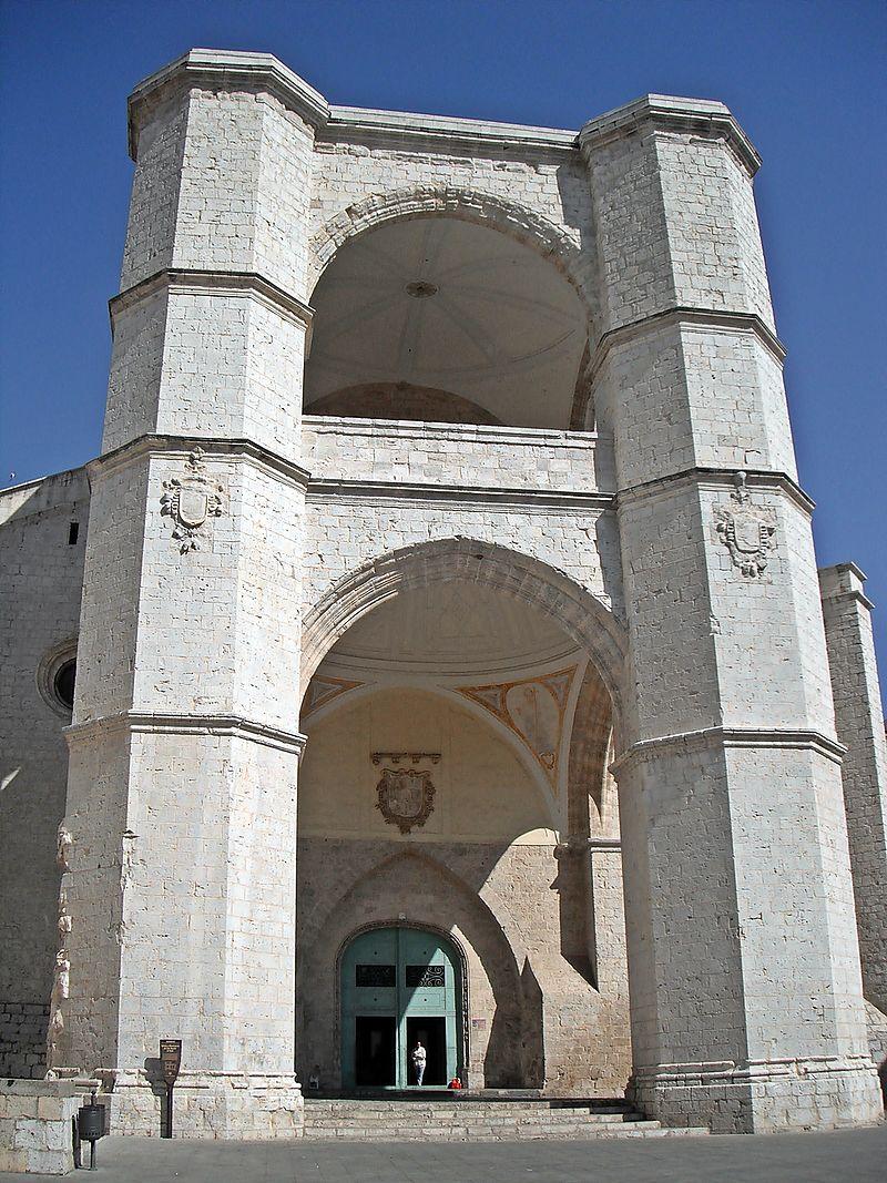 Fachada de la Iglesia del monasterio de San Benito el Real.jpg