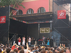 Fat Freddy's Drop 2006.jpg