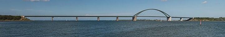 Fehmarnsundbrücke as seen from Großenbroderfähre 20140817 1.jpg
