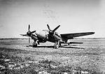 Flygplan J 30 Mosquito på ett flygfält, vintertid.jpg