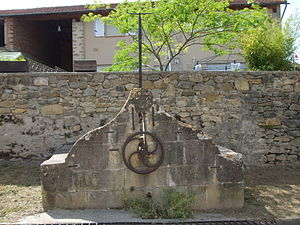 Aigues-Vives, Ariège - Old fountain in the village centre