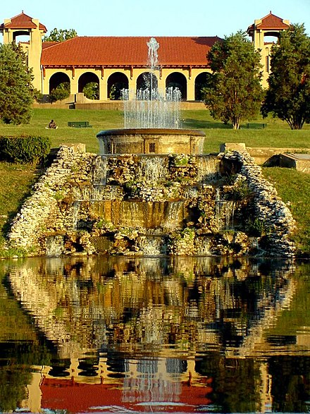 Forest Park features a variety of attractions, including the St. Louis Zoo, the St. Louis Art Museum, the Missouri History Museum, and the St. Louis Science Center. Forest Park, St Louis.jpg