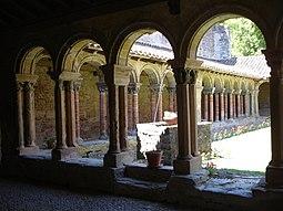 France-Abbaye de Saint-Papoul-Cloitre2.jpg