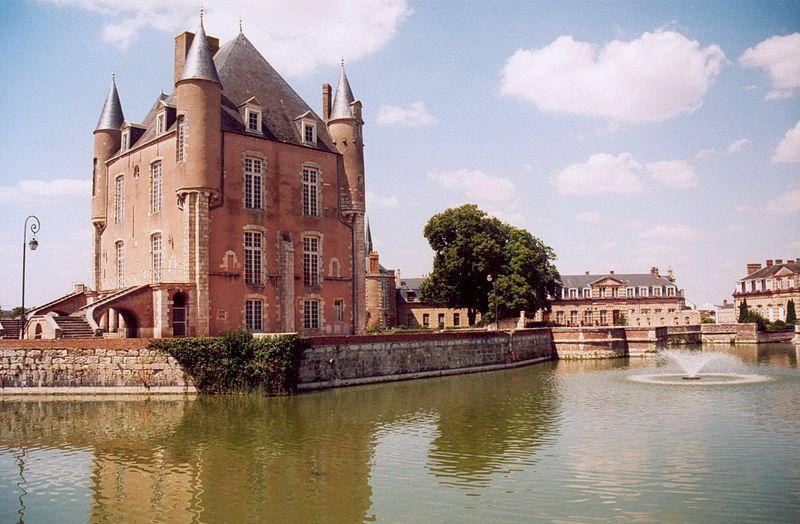 Fichier:France Loiret Bellegarde Chateau 01.jpg