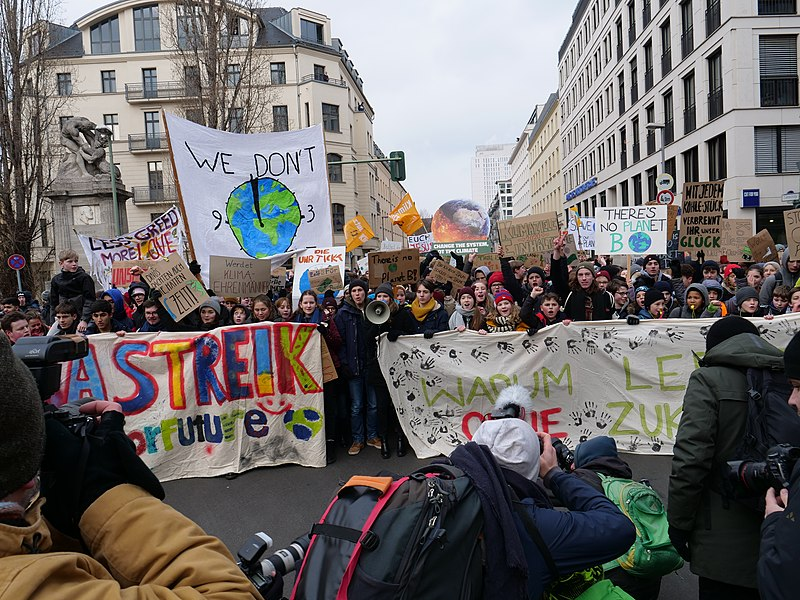 File:Front banner of the FridaysForFuture Demonstration 25-01-2019 Berlin 25.jpg