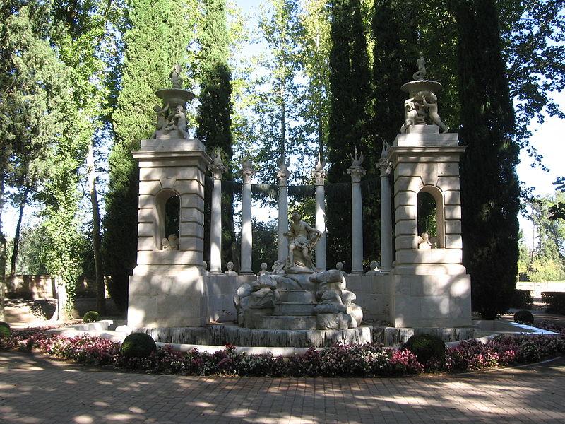 http://upload.wikimedia.org/wikipedia/commons/thumb/e/ec/Fuente_apolo_aranjuez.jpg/800px-Fuente_apolo_aranjuez.jpg