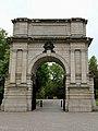 Fusilier's Arch, Saint Stephen's Green, Dublin (507077) (31730580334).jpg