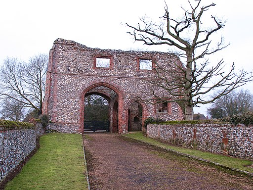 Gatehouse, Castle Acre Priory - geograph.org.uk - 1718416