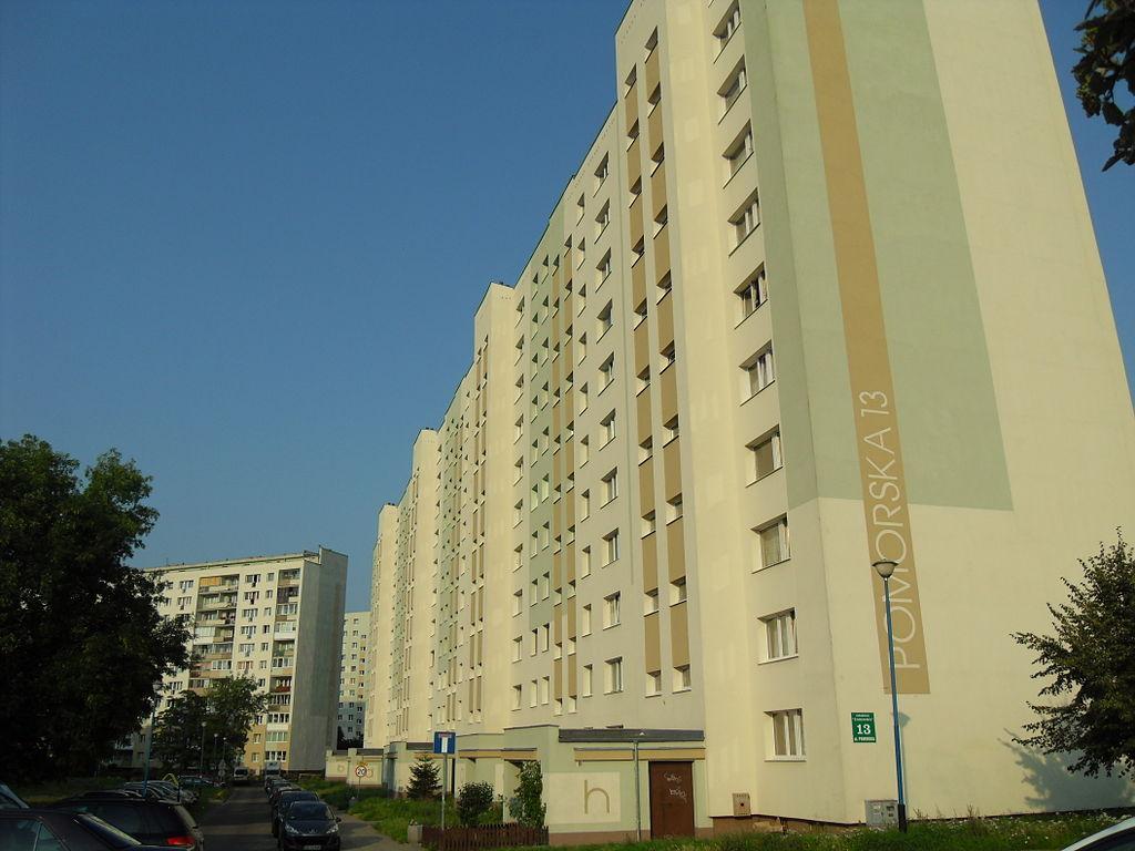 1024px-Gda%C5%84sk_ulica_Pomorska_13.jpg