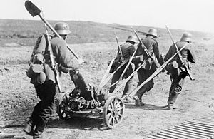 7.58 cm Minenwerfer - German infantrymen towing the minenwerfer in 1918