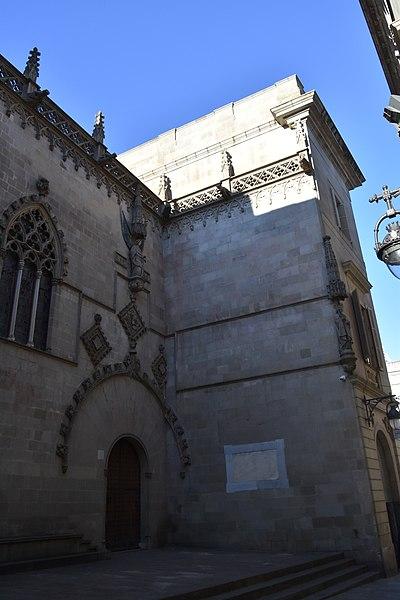 File:Gothic Quarter, Barcelona (2) (31251483625).jpg