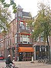 foto van Winkel met bovenwoning en torentje (Mercado)