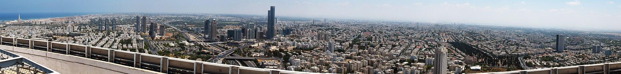 Panoramo de parto de metropla regiono Guŝ Dan, inkluzive de urboj TelAvivo, Ramat Gan kaj Giv'atajim