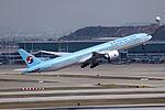 HL8274 - Korean Air Lines - Boeing 777-3B5(ER) - ICN (17244674841).jpg