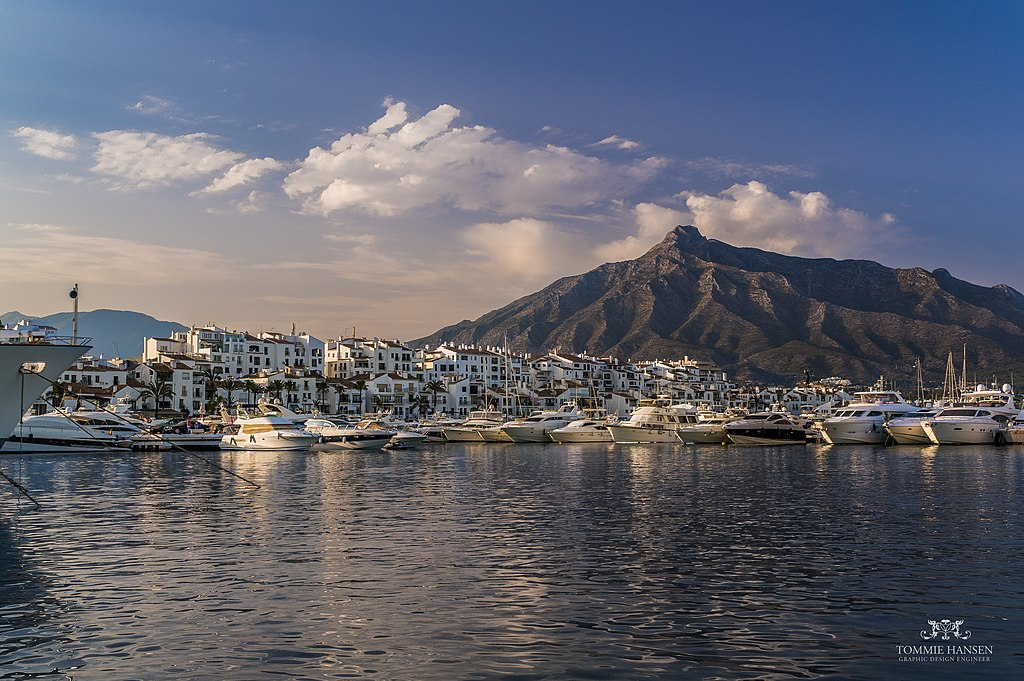 Harbour and mountain backdrop in Puerto Banos, Marbella (Spain) - panoramio.jpg