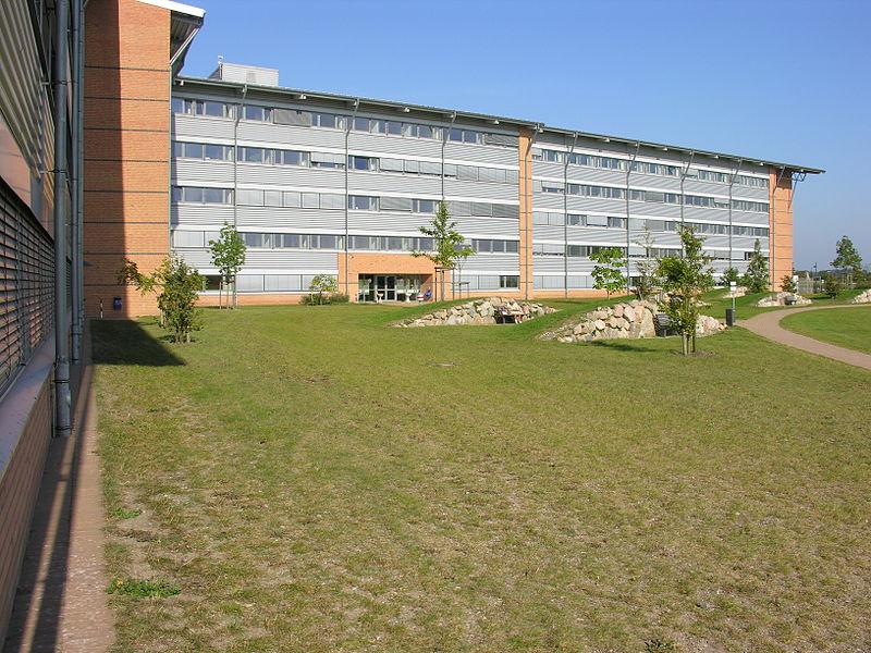 File:Hauptgebaeude universitaet flensburg.JPG
