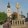 Heidenreichstein Kirche und Dreifaltigkeitssäule.jpg