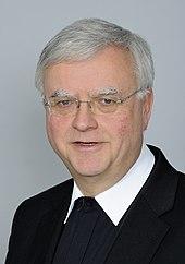 Bischof Heiner Koch (2013). Bild: wikimedia.org/CC-by-sa 4.0/Martin Rulsch