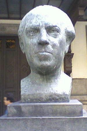 Heitor Villa-Lobos - Heitor Villa-Lobos statue next to Rio de Janeiro's Municipal Theater.