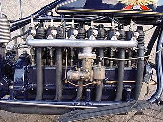 Longitudinal engine - Longitudinal inline six cylinder engine in a Henderson De Luxe Supersix of 1926