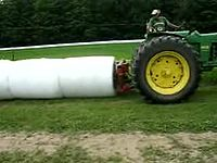 ファイル:High Moisture Round Bale - Sealing Bales Together 320k.ogv