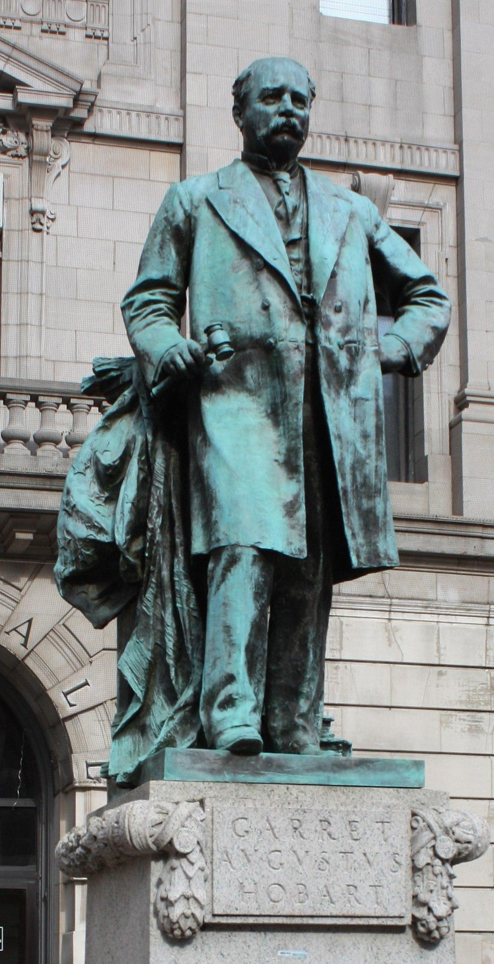 Hobart statue 2012