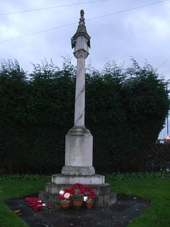 Hockley Heath War Memorial 001.jpg