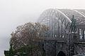 Hohenzollernbruecke bei Nebel 2.jpg