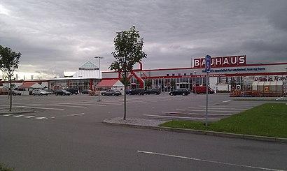 Sådan kommer du til Holbæk Megacenter med offentlig transport – Om stedet
