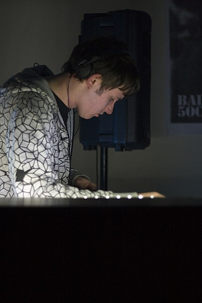 Picture of a band or musician: Hudson Mohawke