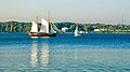 Idyllische Kulisse , Ein Segelschiff auf der Flensburger Förde vor dem Ort Kruså , nahe der dänischen Küste. - panoramio.jpg